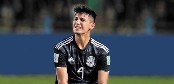 TRISTEZA. Alejandro Gómez no pudo contener el llanto, tras la caída en la final. Foto: REUTERS