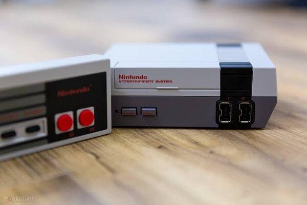 Nueva edición de consola de videojuegos NES.