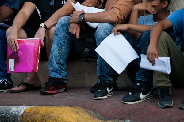 Personas presentando solicitudes de refugio en México. Foto: Cuartoscuro