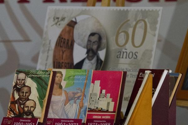 La entrega de los libros, que se llevará a cabo a través de los consulados de México. Foto: Cuartoscuro