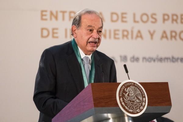 Carlos Slim durante la entrega de Premios Nacionales de Ingeniería y Arquitectura. Foto: Cuartoscuro