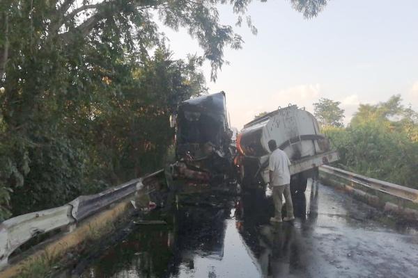 accidente_tabasco_pipa_camion