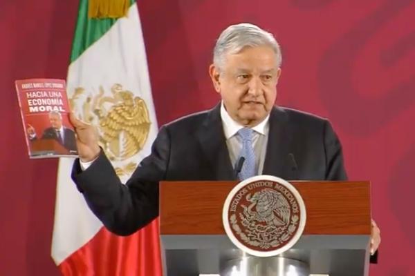El presidente presentó su nuevo libro desde La Mañanera. Foto: Especial