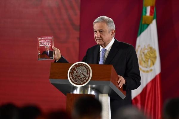 El presidente presentó su nuevo libro en La Mañanera. Foto: Presidencia