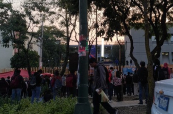 Encapuchados piden les cumplan al menos el 50% de las exigencias de su pliego petitorio. FOTO: Twitter