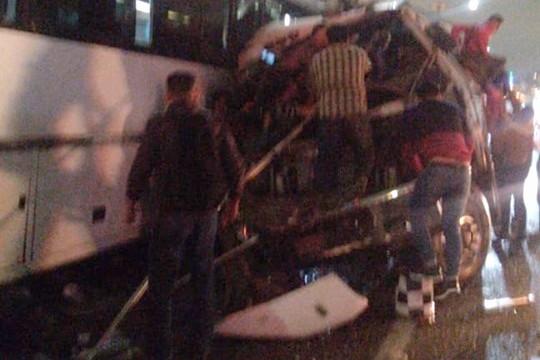 Dos personas fallecieron en el hospital y 11 mas murieron en el lugar del accidente. Foto: Especial