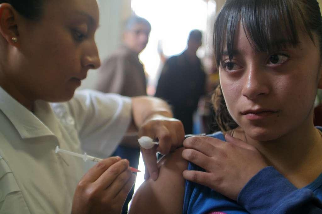 La vacuna para este virus suele colocarse a niñas. FOTO: Cuartoscuro.