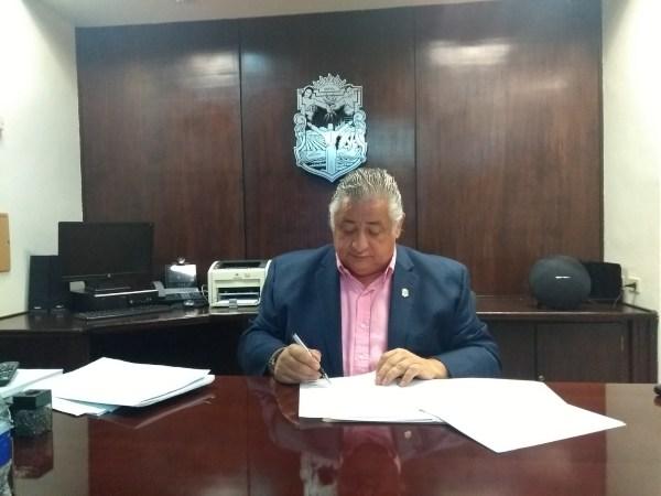 Cancelan 5 notarias de amigos del exgobernador de BC, Kiko Vega