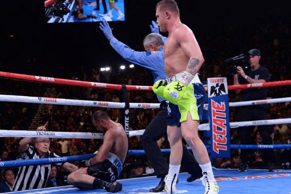 El boxeador mexicano ganó por nocaut. Foto: Especial.