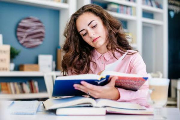joven estudiosa