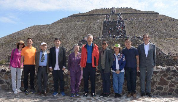 ATRACTIVO. El primer ministro de Singapur, Lee Hsien Loong, visitó Teotihuacán. Foto: CUARTOSCURO