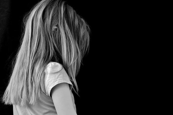 Niña de 13 años se suicida tras ser violada por 6 hombres y haber quedado embarazada