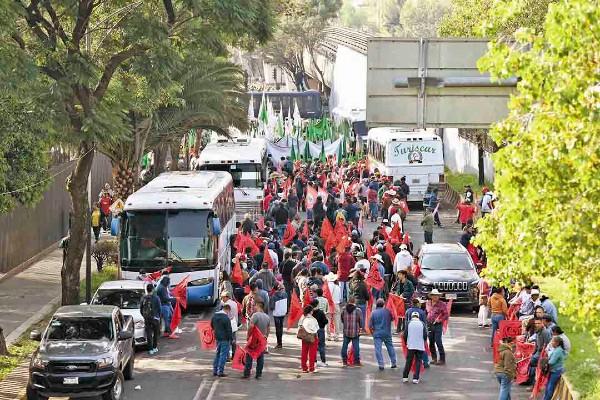 APOSTADOS. Líderes campesinos continúan presionando a los diputados a través de un plantón. Foto: Leslie Pérez