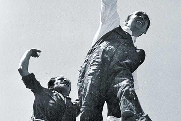 CORPORAL. Siqueiros produjo fotos para registrar posturas y representaciones. Foto: Cortesía