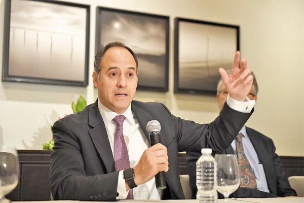EXPECTATIVA. Roberto H. Sifon, analista de calificación soberana de Standard & Poor's. Foto: Leslie Pérez