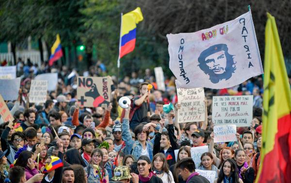 BOGOTÁ. Por quinto día, la gente se volcó a las calles para protestar contra el gobierno. Foto: AFP