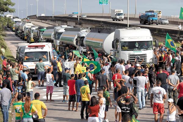 DAÑO. En 2018, varias ciudades de Brasil sufrieron escasez de gasolina por al