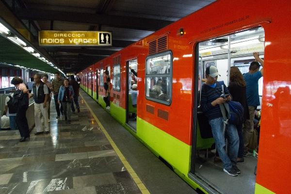 Al menos la mitad de las líneas de la red del Metro presenta lento avance. FOTO: Cuartoscuro
