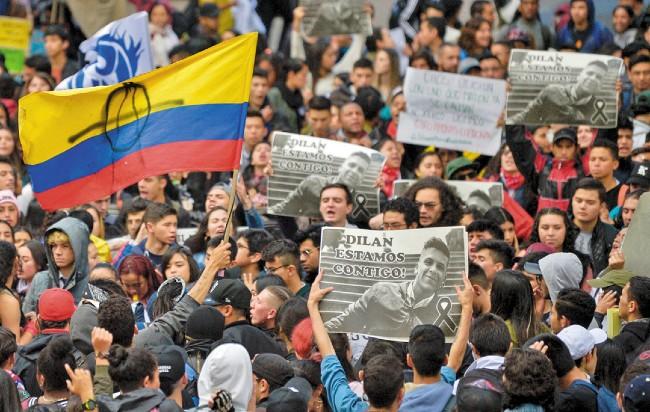 ENOJO. La muerte del manifestante Dilan Cruz movilizó ayer a cientos. Foto: AFP