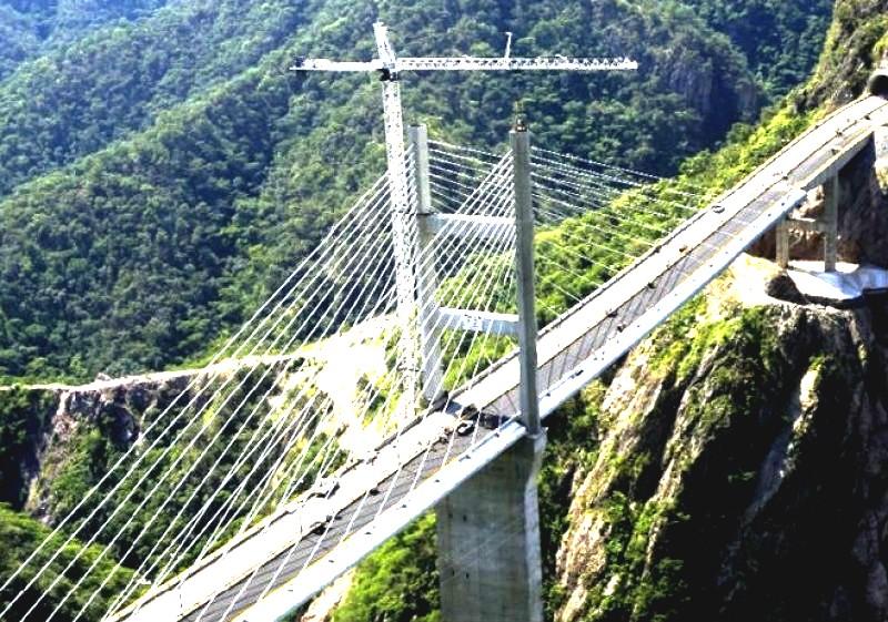 EL MAYOR GASTO. Para 2020 se consideran 72 proyectos, de los que 50 son carreteros. Foto: Especial