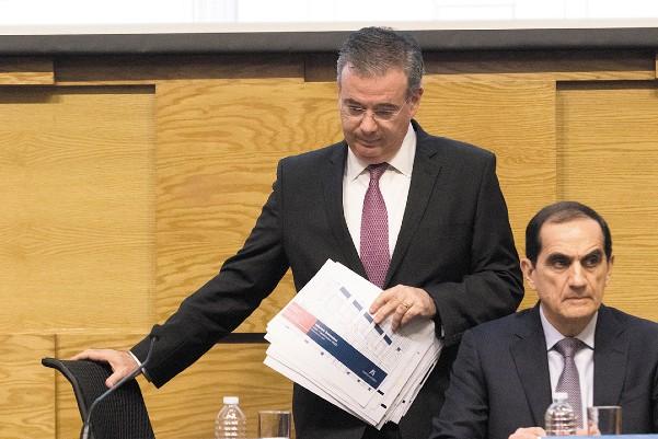 LA NUEVA ESTIMACIÓN.  El gobernador del Banco de México, Alejandro Díaz de León, al presentar el informe trimestral de inflación correspondiente al periodo julio-septiembre de 2019, rechazó que la economía nacional esté en recesión. Foto: Cuartoscuro
