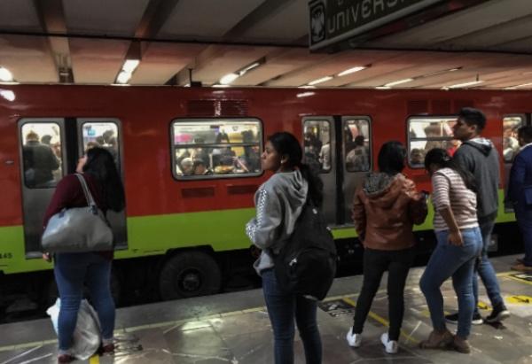 La Línea 3 tiene retrasos de hasta 15 minutos. FOTO: Cuartoscuro