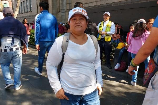 Los maestros portaban gorras y camisas de color blanco y el logotipo del sindicato. Foto: Gerardo Suárez