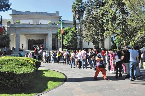 FILAS. Desde el primer día, el lugar comenzó a registrar aglomeración de asistentes. Foto: Cortesía