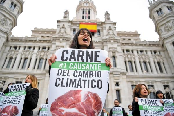 MOVILIZACIONES. ● Grupos ambientalistas iniciaron ayer protestas para concientizar sobre el clima. Foto: AFP