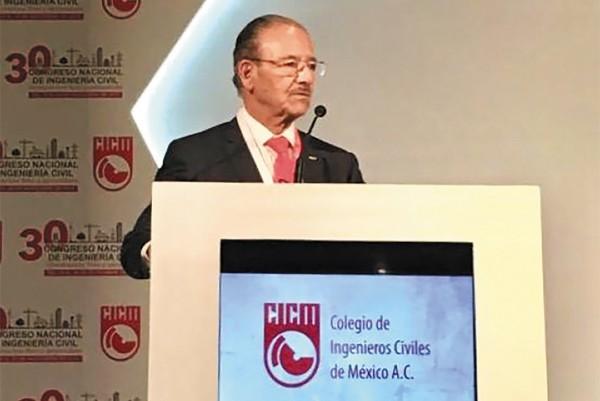 APUNTE. Roberto Duque Ruiz es coordinador de ingeniería internacional de la CFE. Foto: Especial