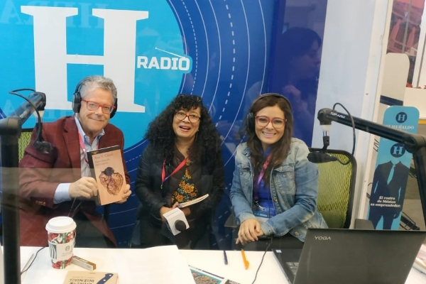 """Ana Clavel, la autora del libro """"Breve tratado del corazón"""", en entrevista con Sergio y Lupita desde la FIL 2019"""