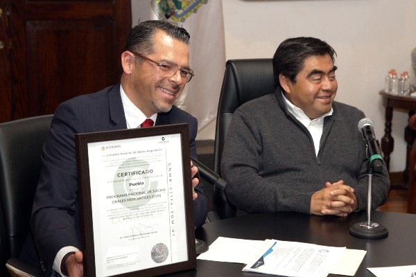 HONOR ESTATAL. El presidente del TSJ dio el anuncio con Miguel Barbosa. Foto: ENFOQUE