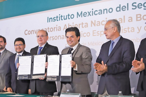 ANUNCIO. Zoé Robledo, director del IMSS, anunció nuevas contrataciones para 2020. Foto: Víctor Gahbler