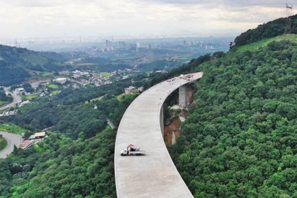 OBRA. La construcción de la autopista comenzó en 2007. Foto: Especial.