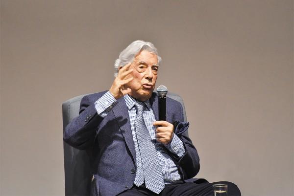VISITA. Antes de acudir a la FIL de Guadalajara, el autor paró en la Ciudad de México para dictar una conferencia. Foto: Daniel Ojeda