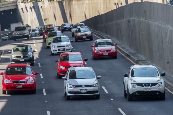 ¡Evita multas! Estos son los autos que no circulan hoy 6 de diciembre