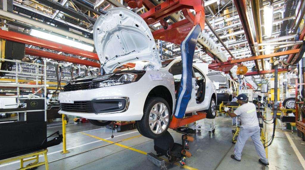 CON FRENO DE MANO. La fabricación mexicana bajó 3.5% en el acumulado de 11 meses de 2019. Foto: Especial