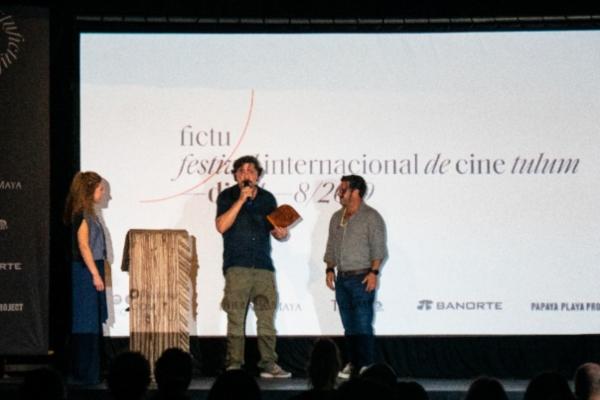 Carlos Bardem recibe reconocimiento. Foto: Especial