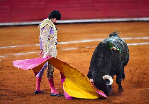 ARTISTA. Sebastián Castella estuvo en torero durante su presentación en el serial. Foto: Pablo Salazar Solís
