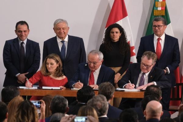 Este martes fue la firma del protocolo modificatorio al Tratado entre México, Estados Unidos y Canadá, la cual se realizó en Palacio Nacional. FOTO: GRACIELA LÓPEZ /CUARTOSCURO.COM