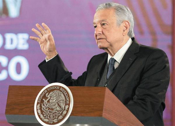 FELICITACIÓN. El Presidente subrayó el trabajo del presidente de la SCJN. Foto: Especial