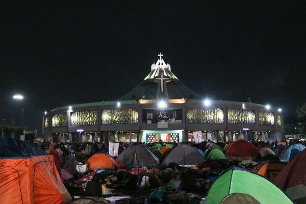 Basilica_guadalupe_peregrinos