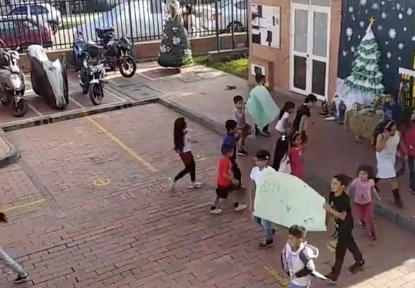 niños-protestan-parque-conjunto-residencial
