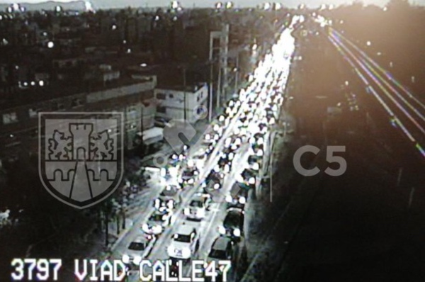 Hay lento avance sobre Viaducto Río de la Piedad en dirección al poniente. FOTO: Twitter