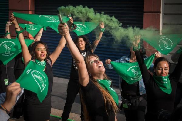 aborto-protesta-hidalgo-diputados-embarazo-marea-verde