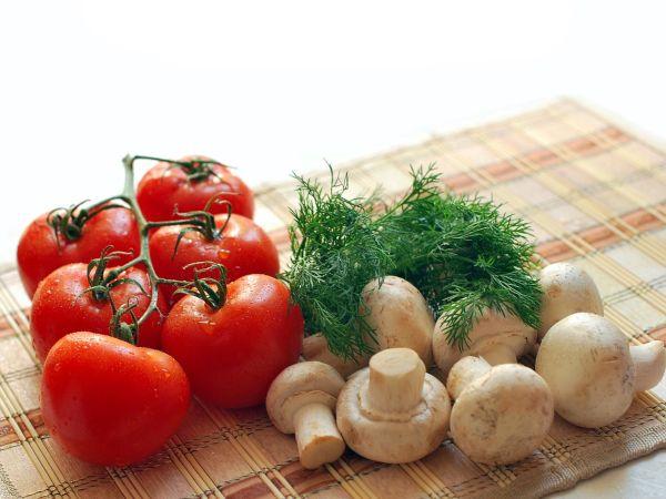 Las personas que llevan esta dieta, utilizan los ingredientes completos, sin eliminar piel ni huesos. Foto: Especial
