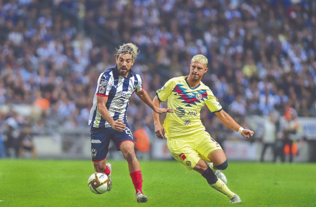 LUCHA. Rodolfo Pizarro y Guido Rodríguez, piezas vitales en el funcionamiento de sus respectivos equipos. Foto: Mexsport