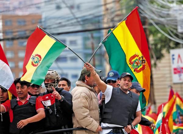 NUEVO CANDIDATO. El opositor Luis Fernando Camacho estuvo en un mitin en La Paz, Bolivia. Foto: REUTERS