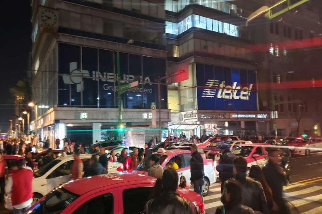 La circulación está cerrada en Eje Central debido al bloqueo. Foto: Antonio Bautista