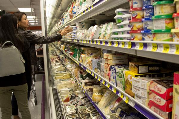Según informes los productos lácteos, galletas y botanas, entre otros, podrían sufrir un aumento de un peso en el Impuesto Especial sobre Producción y Servicios (IEPS). FOTO: GALO CAÑAS /CUARTOSCURO.COM